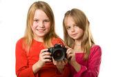 Dvě roztomilé holčičky s fotoaparátem — Stock fotografie