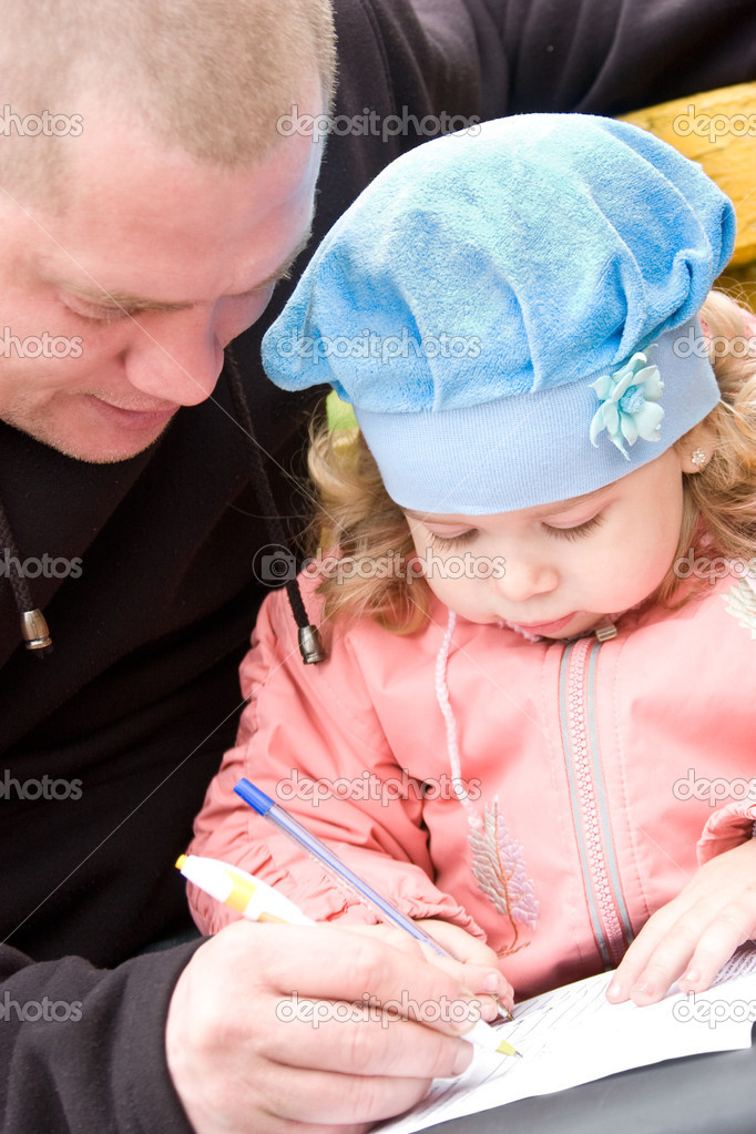 Father teaching little daughter to write or draw — Stock Photo #10371024