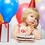 meisje wit ballonnen — Stockfoto