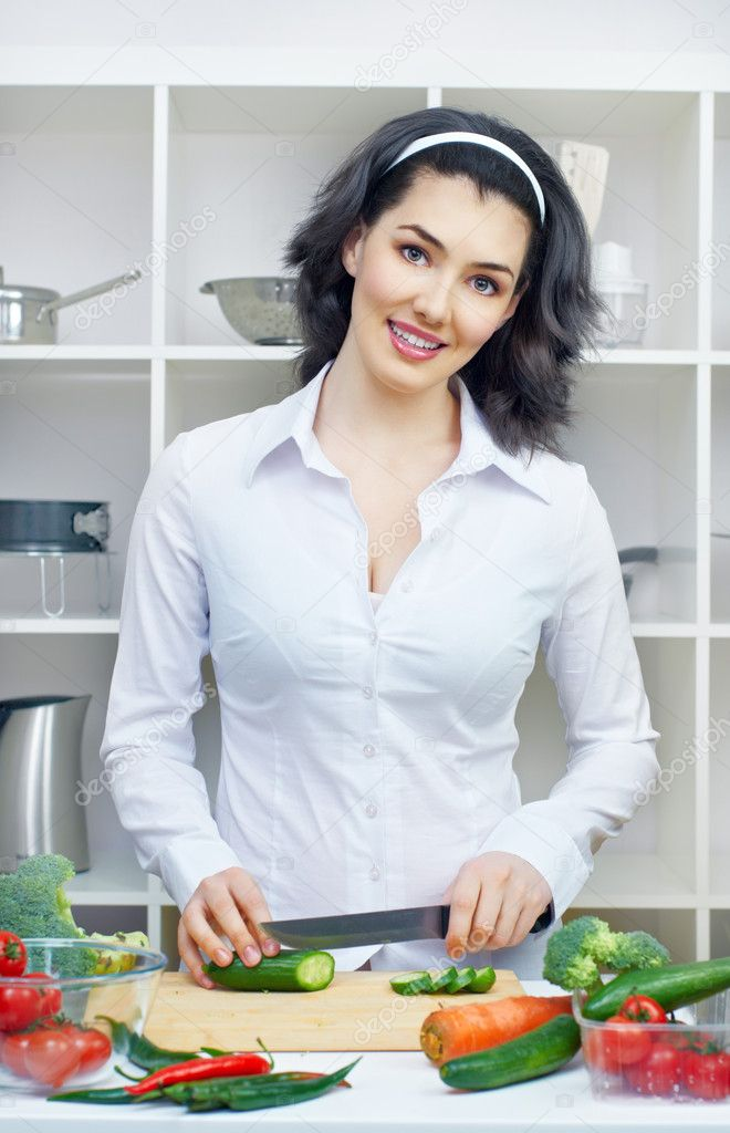 Woman in kitchen making salad — Stock Photo #9321739