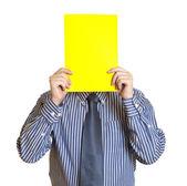 Człowiek z białą kartką papieru — Zdjęcie stockowe