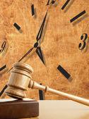 Martelletto e vecchio orologio — Foto Stock