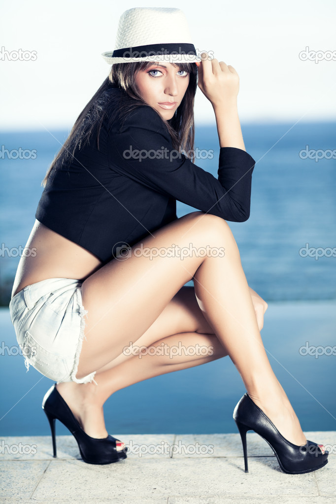 Fashion style photo of beautiful woman outdoor — Stock Photo #10553829