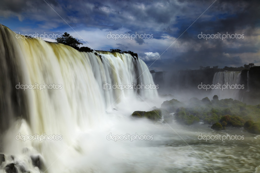 Iguassu Falls, the largest series of waterfalls of the world, located at the Brazilian and Argentinian border, View from Brazilian side — Stock Photo #10192759
