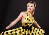 Dansing blondine. — Stockfoto