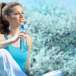 Beautiful Fitness Woman Drinking Water — Stock Photo