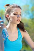 Beautiful Fitness Woman Drinking Water — Stock Photo