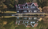 Lake house — Stockfoto