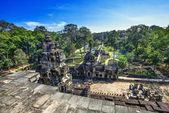 Alte buddhistische khmer-tempel in angkor wat komplex — Stockfoto