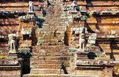 古代クメールの寺に複雑なアンコール ワット — ストック写真