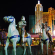 Models of knights on horseback of Excalibur Hotel&Casino against — Foto Stock