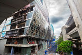Fire damaged exterior of Central World Plaza in Bangkok — Stock Photo