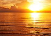 Tropische kleurrijke sunset. — Stockfoto
