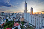 View on the sunrise city and Bayok Sky hotel of Bangkok — Fotografia Stock