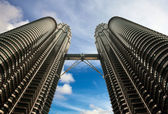 Beautiful view on blue sky of Petronas Twin Towers — Stock Photo