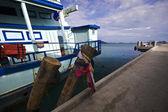 Schepen in de buurt van de pier — Stockfoto
