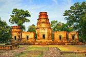 Antik khmer Budist tapınağı angkor wat kompleksi içinde — Stok fotoğraf