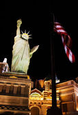 A replica of the Statue of Liberty lays outside the New York New — Stock Photo