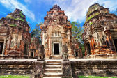 Ancient buddhist khmer temple in Angkor Wat complex — Photo
