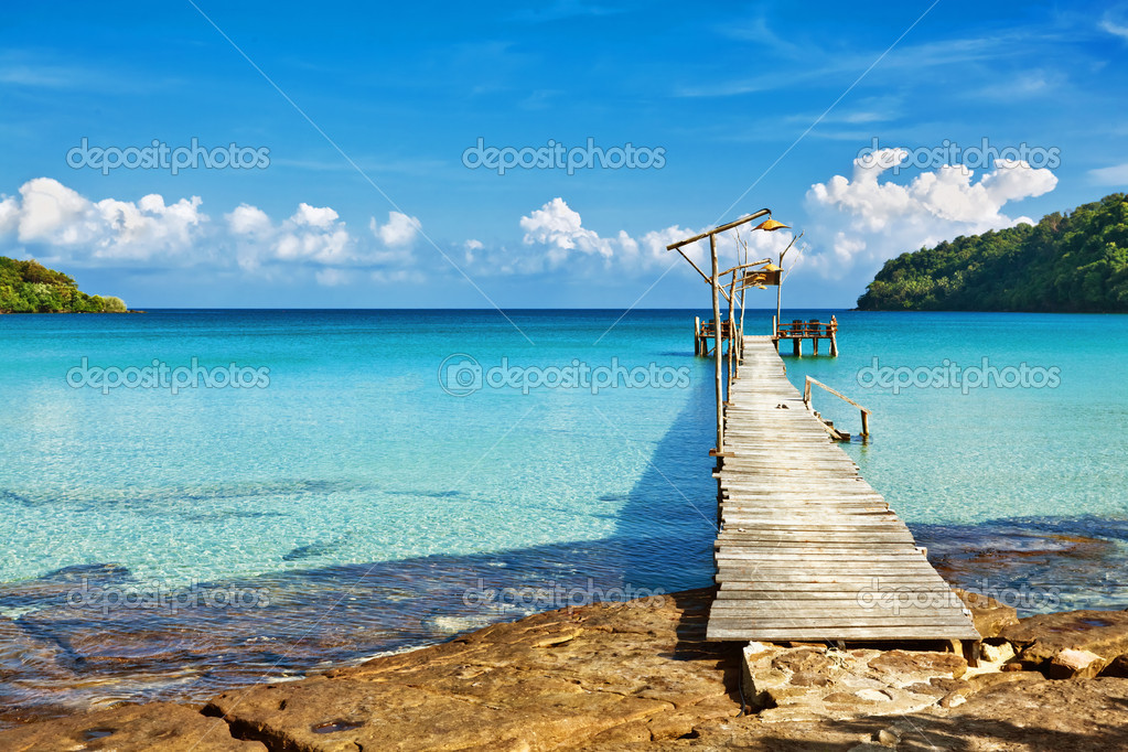 View from the pier on the sea at loneliness beach — Stock Photo #9006631