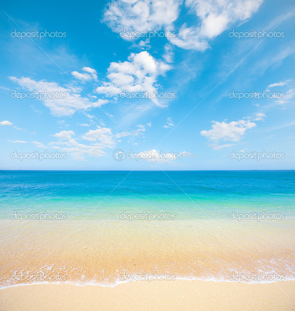 Beach and tropical sea — Stock Photo #8763902