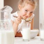 Child eat breakfast — Stock Photo