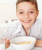 Boy eating frosted flakes — Stock Photo