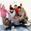 Family in the winter — 图库照片