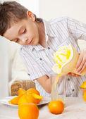 オレンジと子供 — ストック写真