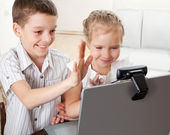 Children communicate with online — Stock Photo