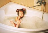Seksowny dziewczynka w wannie — Zdjęcie stockowe