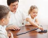 Family that plays dominoes — Stock fotografie