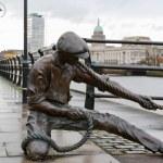 The Linesman statue. Dublin, Ireland — Stock Photo #10031285