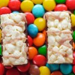 Multi-colored candies and two cakes — Stockfoto