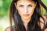 κοντινό πλάνο νεαρή όμορφη γυναίκα — Φωτογραφία Αρχείου