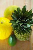 Avokado, melon och ananas — Stockfoto