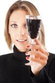 Güzel genç kız üzerinde beyaz backgr izole şarap ile — Stok fotoğraf