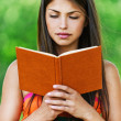 Beautiful girl reading book — Stockfoto