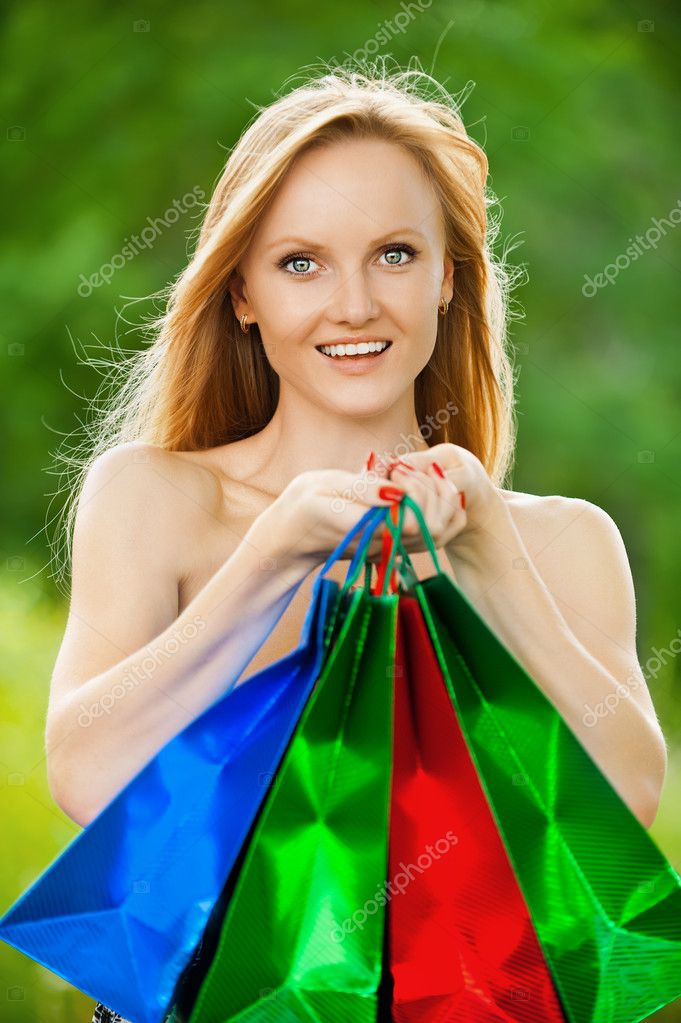 Beautiful shopping woman at summer green park — Stock Photo #8949168