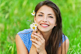 Portrait pretty young woman bouquet wildflowers — Stock Photo