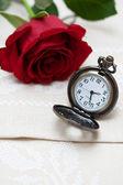 Taschenuhren und rose — Stockfoto