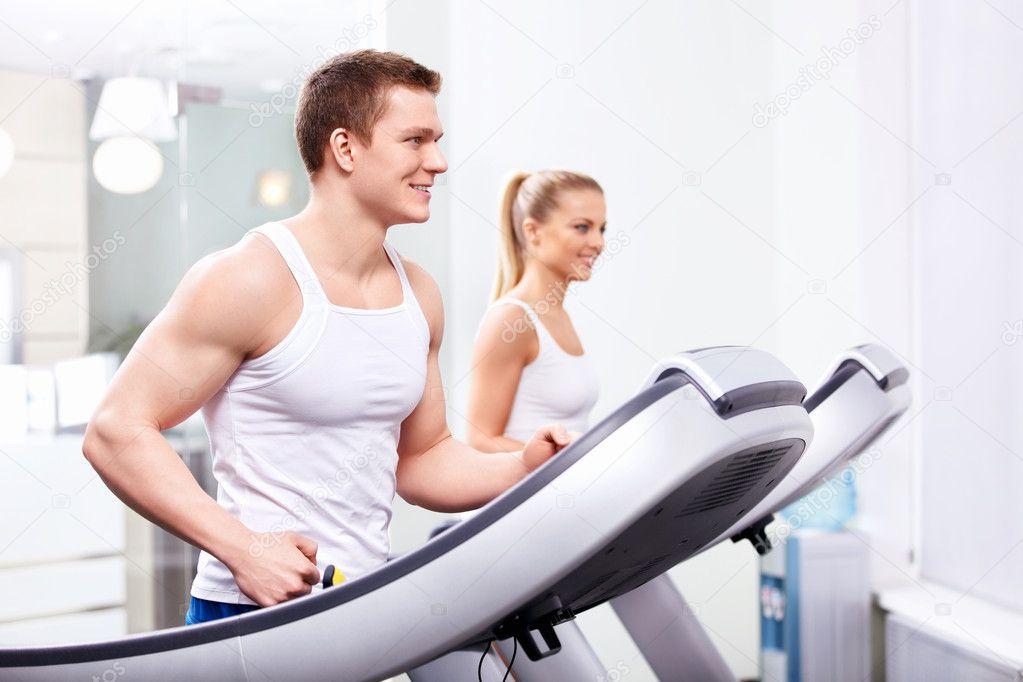 Фото молодые в спортзале 8 фотография