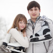 Couple with skates — Stockfoto