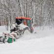 Small tractor snow removal in the park — Foto de Stock