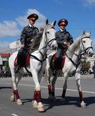 Poliziotte montate — Foto Stock