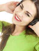 Geniet van muziek meisje in hoofdtelefoon — Stockfoto