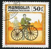 Man en vrouw permanent in de buurt van fiets — Stockfoto