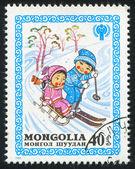 儿童滑雪和雪橇 — 图库照片