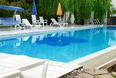 Otelde yüzme havuzu — Stok fotoğraf