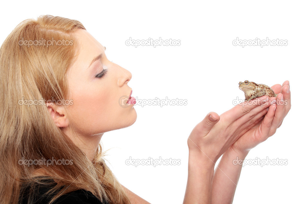 A gorgeous young blond woman kissing a frog , isolated on white — Stok fotoğraf #10055146